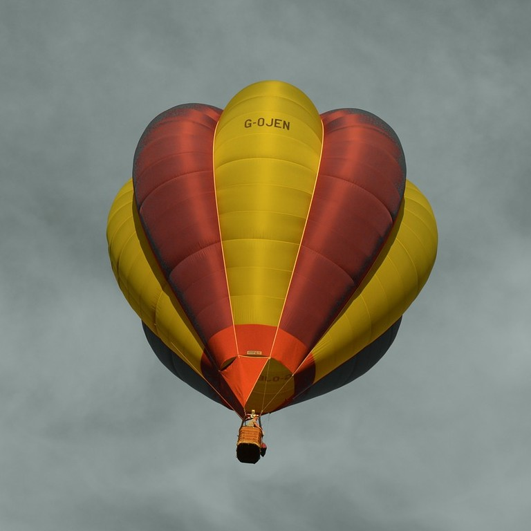 hot-air-balloon-911658_1280